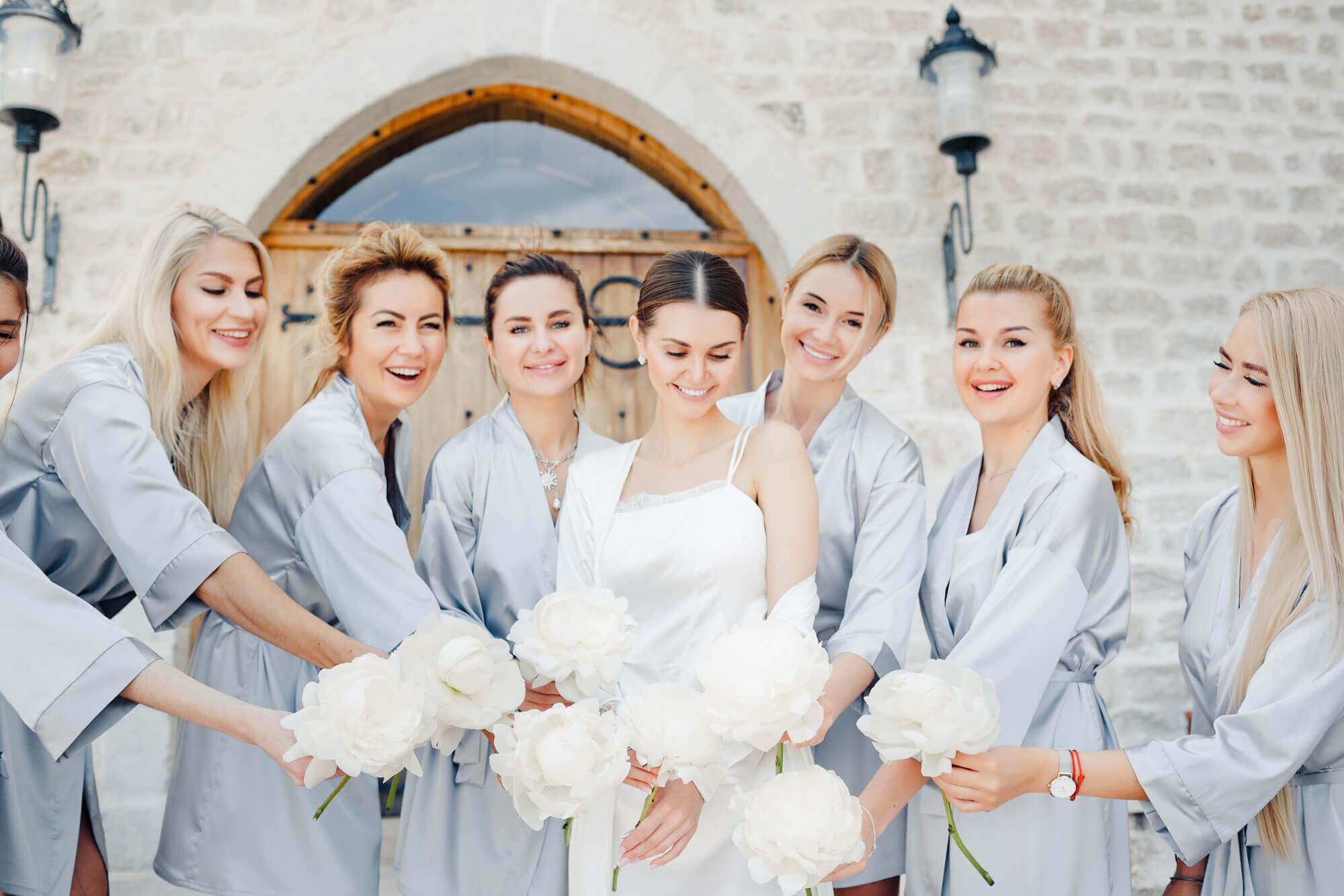 Подружки невесты в одинаковых халатах