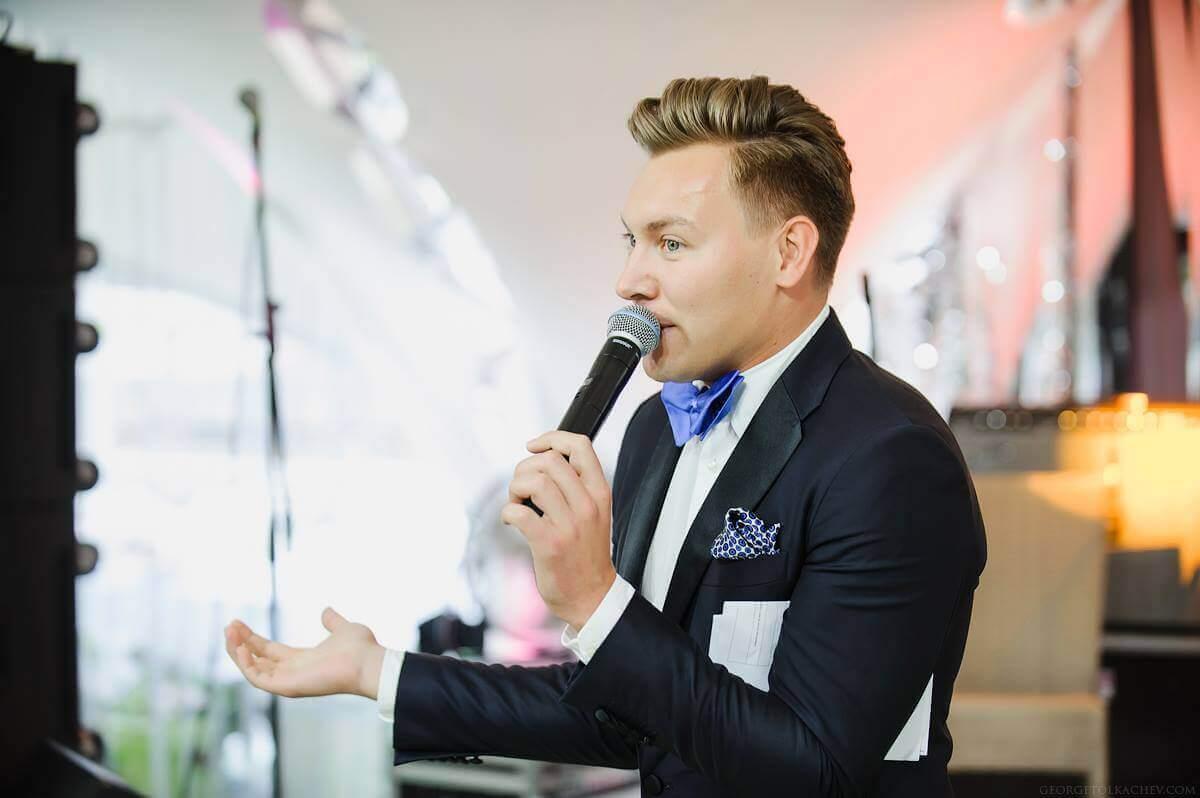Ведущий Денис Лазарев