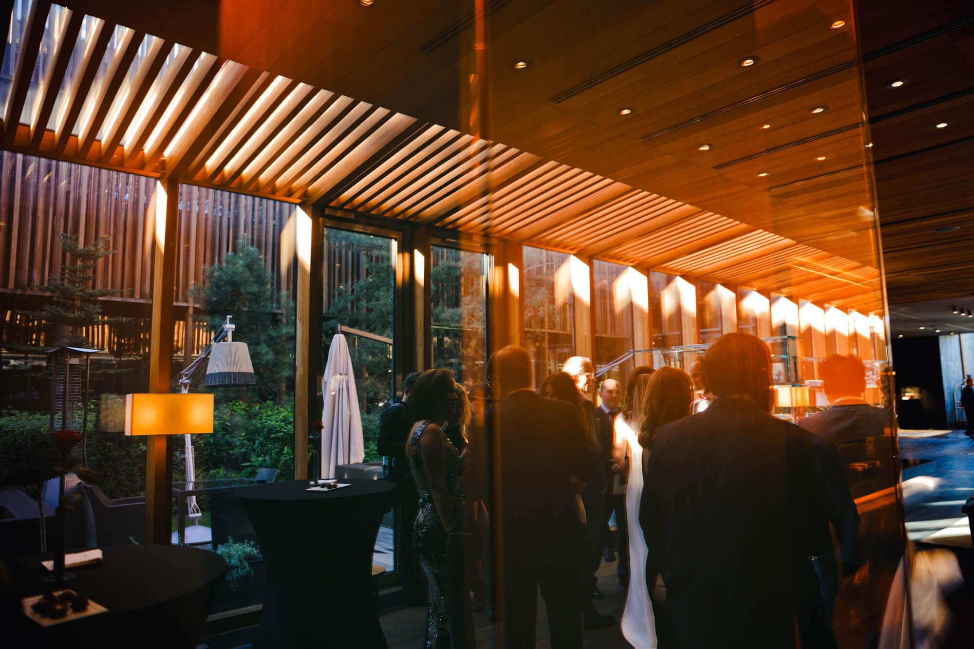 Вечерний свадебный фуршет в загородном клубе Лужки
