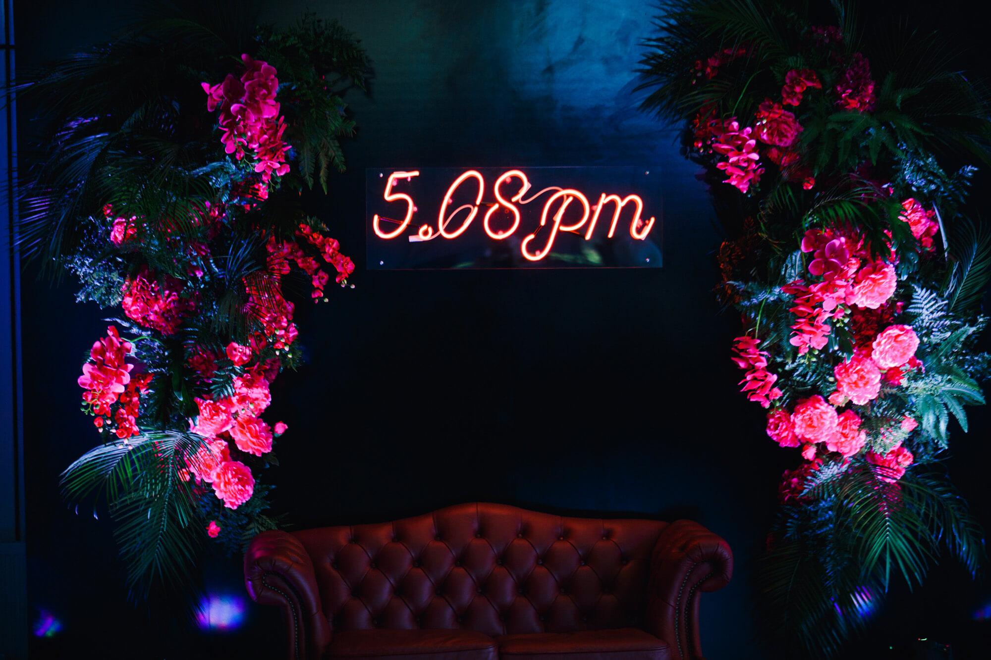 Фотозона. Неоновая свадьба. Неон. BM WEDDINGS & EVENTS.