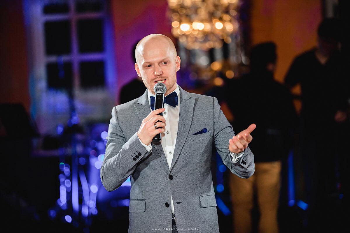 Ведущий Павел Виноградов
